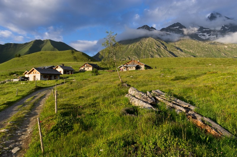 Late afternoon sun at Chalets du Truc
