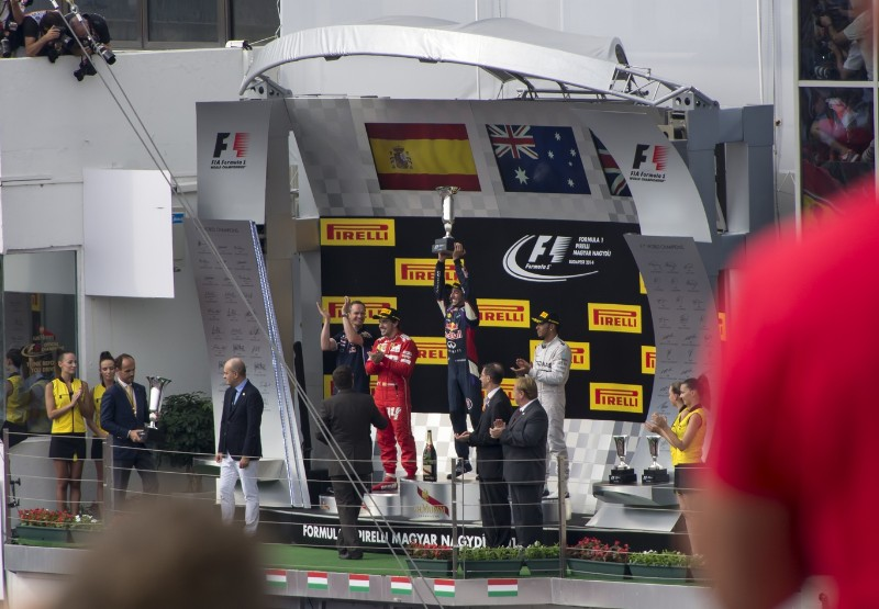 Ricciardo lifts the trophy