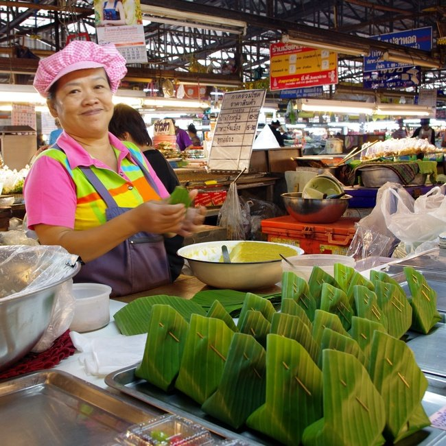 Another formidable Thai lady serving up fast food