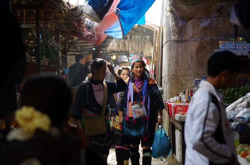 Early morning shoppers in Sapa market