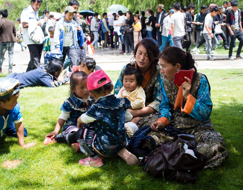A family picnic in Norbulingka Park