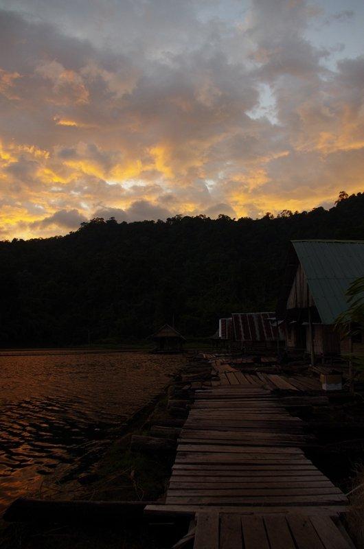 The Khlong Seang raft houses at sunset