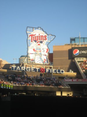 Twins Sign Outfield