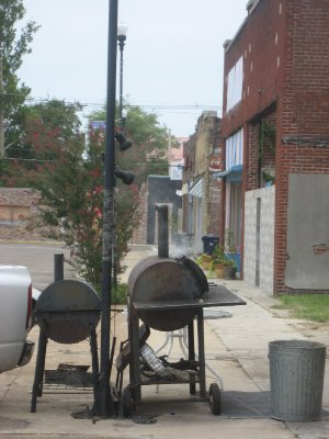 Smokers on side street in Clarksdale