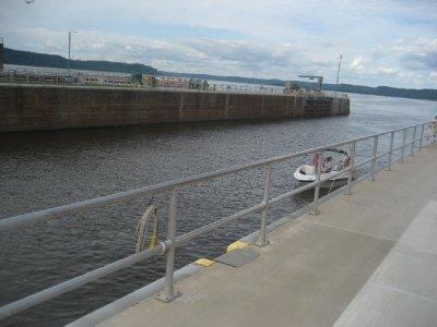 boat_entering_lock_number_9