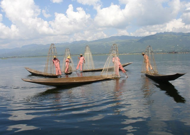 fishing in the Inle Lake