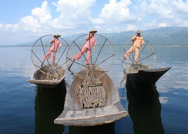 leg rowers, Inle Lake