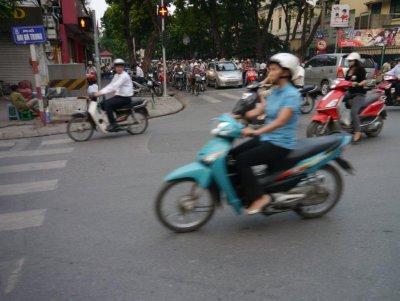 Drukte_in_Hanoi.jpg