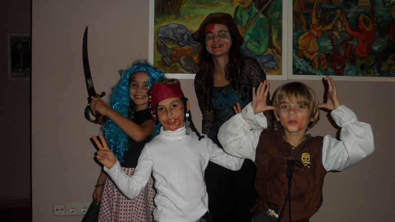 Halloween in Torreguadiaro. Sunny and Alison went trick or treating with their cousin Firoz and his friend Juanito.