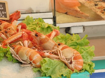 Sarlat - Huge langoustines at the fish stall
