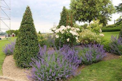 Amboise - Chateau flower garden