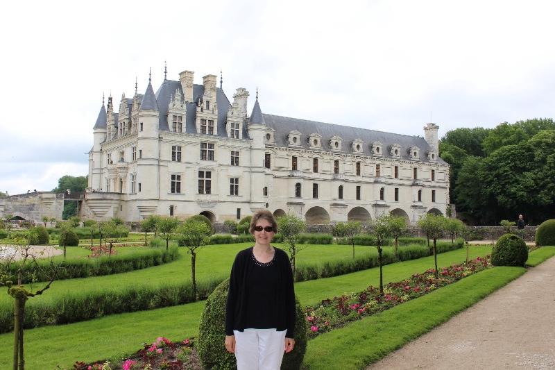Chateau Chenonceau - Sue in garden