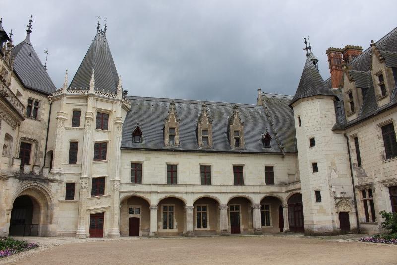 Chateau Chaumont-sur-Loire - Full courtyard