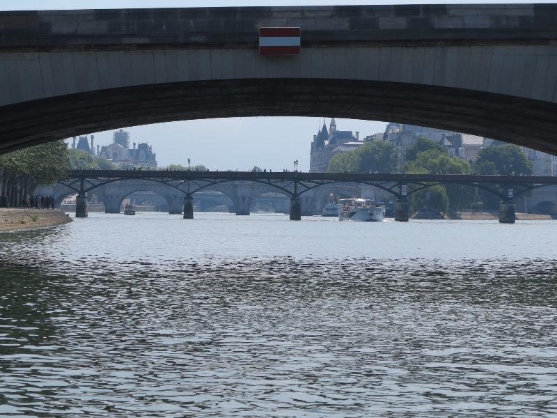 Paris - Batobus - Back through the bridges