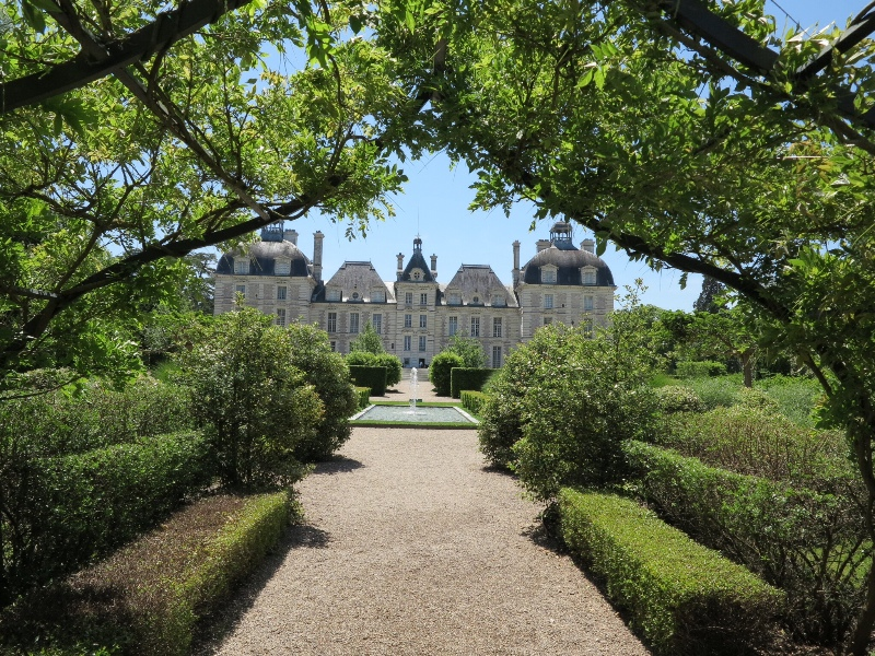 Cheverny - Chateau from garden canopy