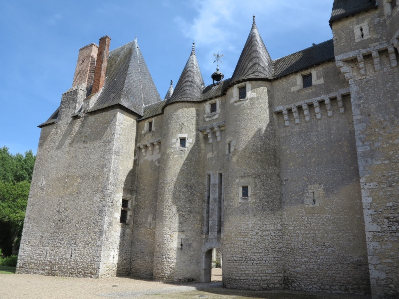 Fougeres - Castle courtyard