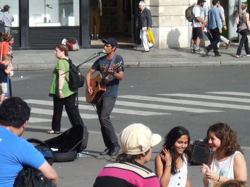 Paris - Opera Garnier - Street Performer