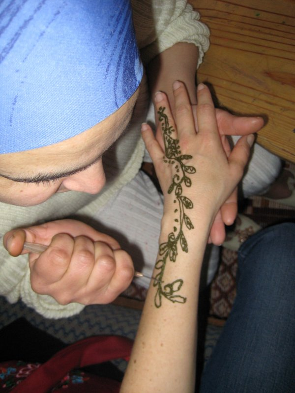 Getting a Henna tattoo