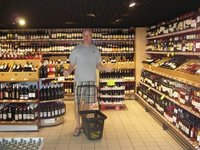 Nils can not decide which wine to choose.