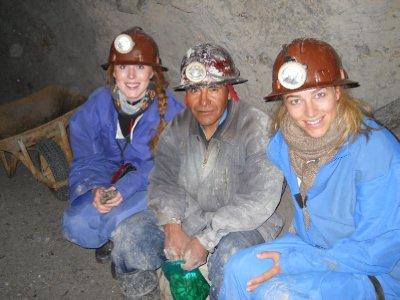 Oss og en gruvearbeider (han fikk presang og stilte dermed opp paa bilde)