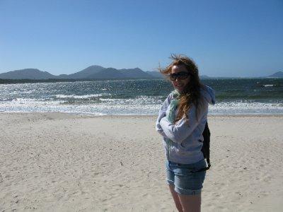 Synet kan bedra i Florianopolis; skyfri himmel og sol betyr IKKE at det er varmt naar vinden staar paa.
