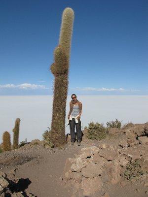 Annika og en stor kaktus