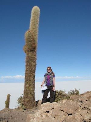 Tone og en stor kaktus