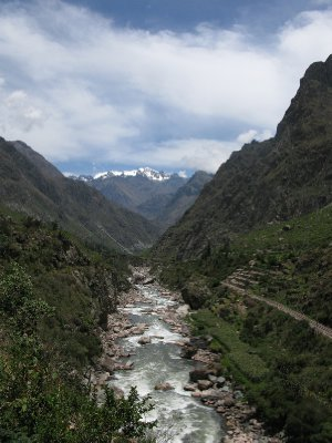 Broen over Urubamba for aa begynne Inca trail