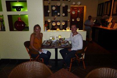 Annika og Herman nyter hummer til middag