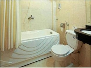 real vietnam hotel - bathroom 2