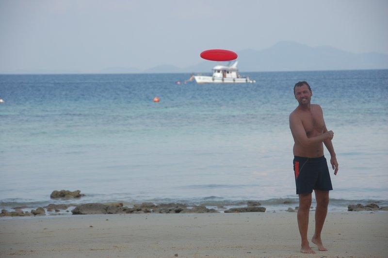 Frisbee fun on the beach