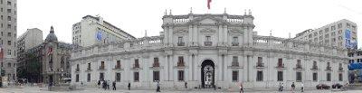 Le Palacio de la Moneda et à gauche l'intendance