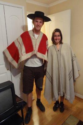 Fiona et Antoine en habits traditionnels chiliens