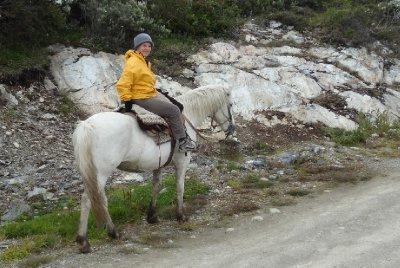 Christine sur son beau cheval blanc