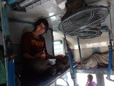 Fiona dans un train indien