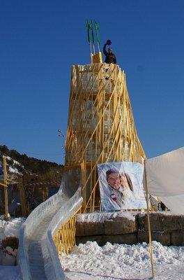 Antoine en haut du toboggan de glace
