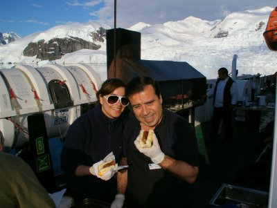 BBQ en antarctique <img class='img' src='http://www.travellerspoint.com/Emoticons/icon_smile.gif' width='15' height='15' alt=':)' title='' />