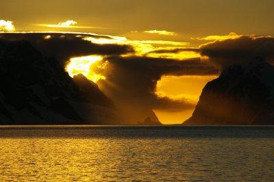 Le soleil se couche sur le canal Lemaire