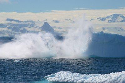 Un iceberg se casse en deux