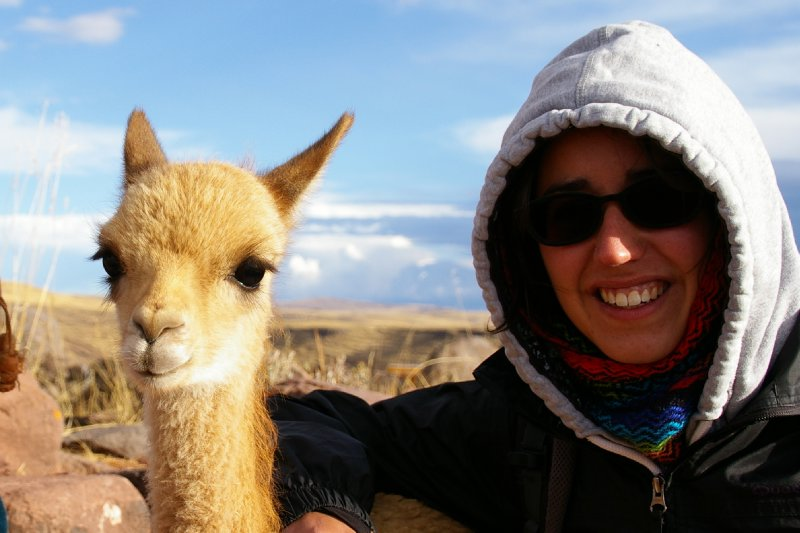 Fiona avec un bébé Lama