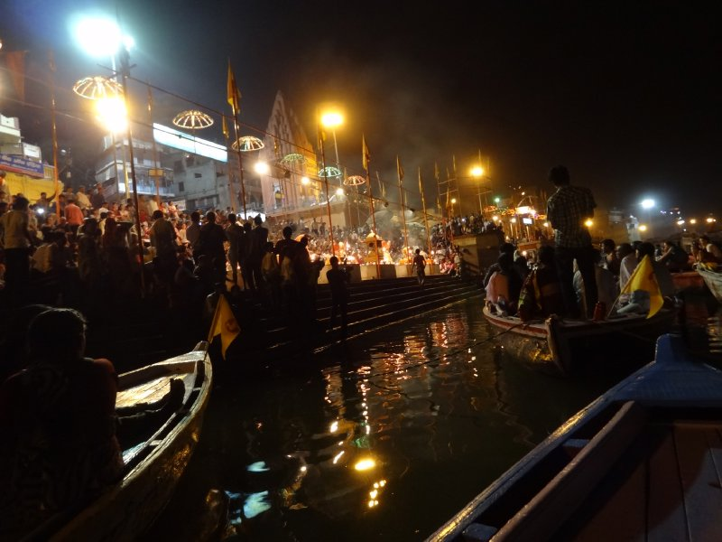 Cérémonie pour le Gange au bord du Gange