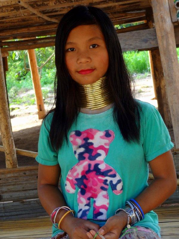 Jeune fille de la tribu Karen