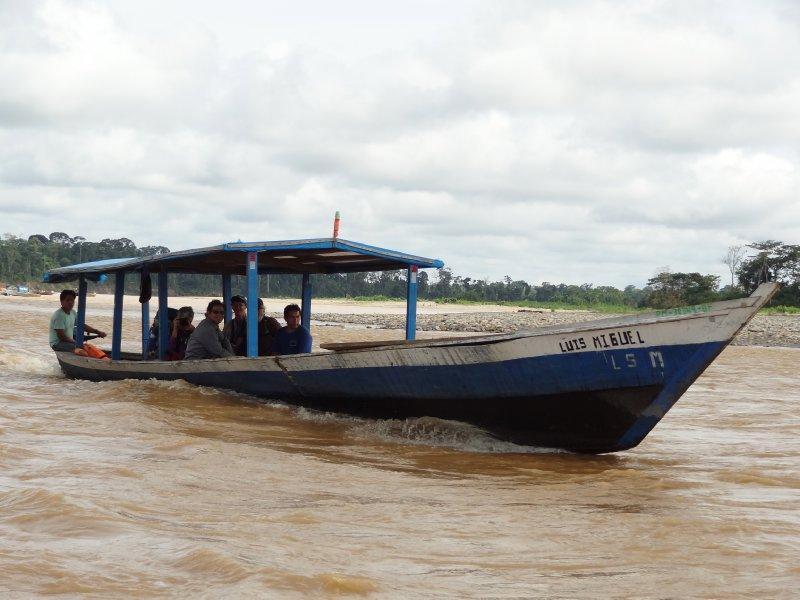 Bateau pour traverser la rivière