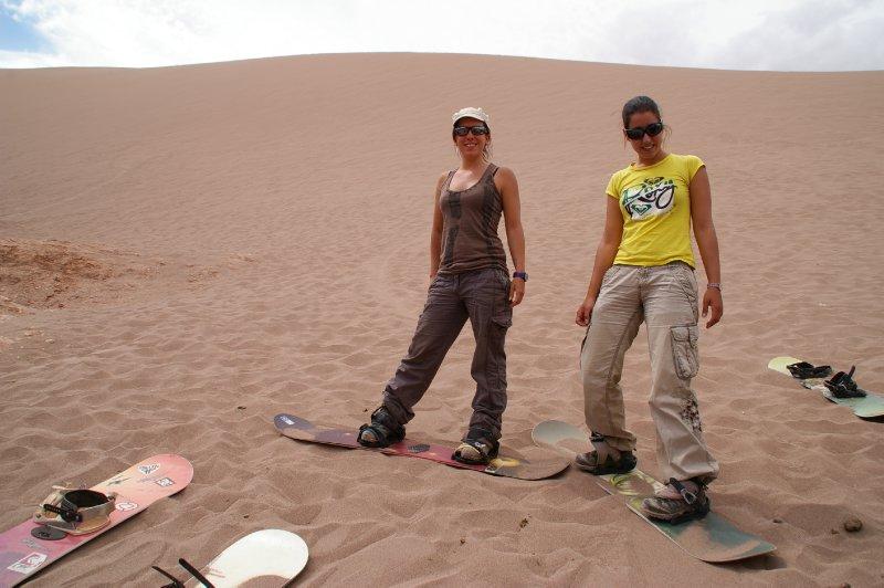 Fiona et Virginia prète pour le Sand Surf