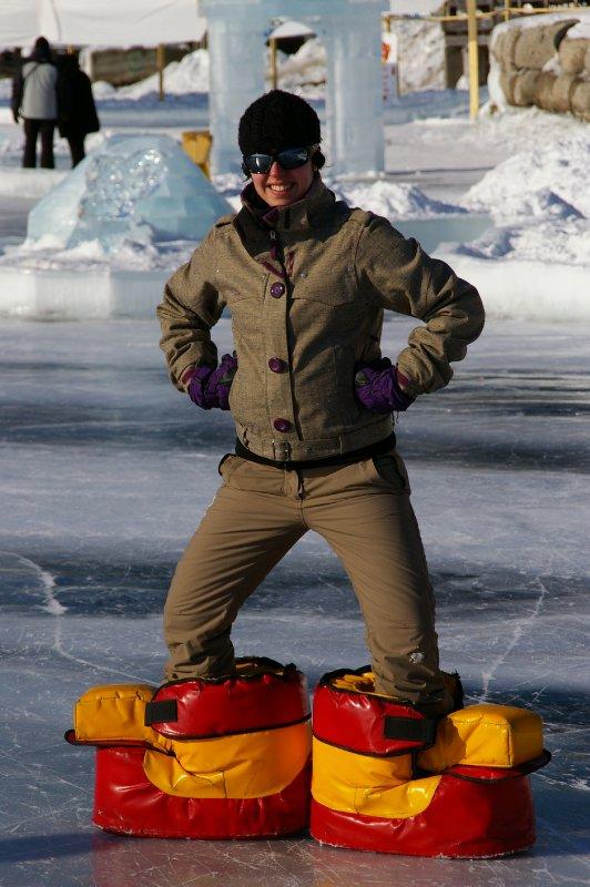 Fiona s'amuse sur la patinoire