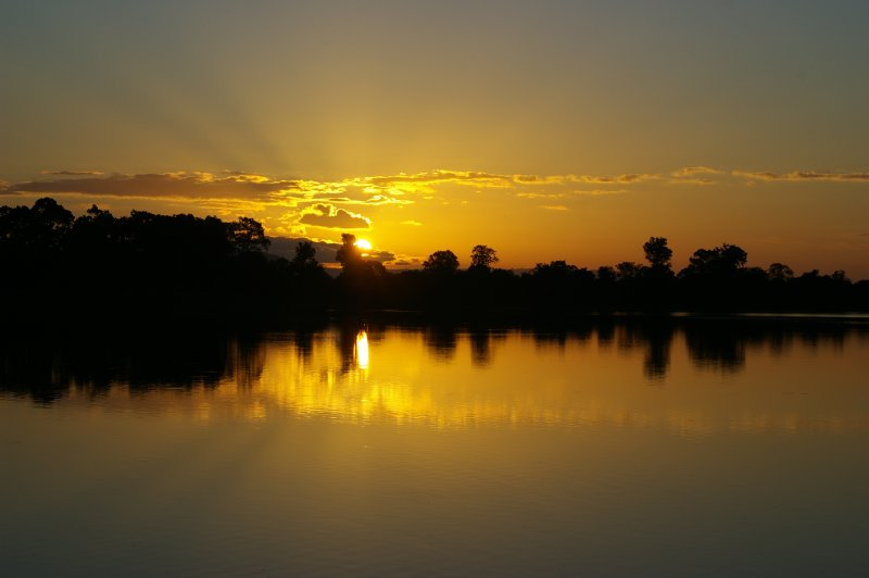 Le jours se lève sur Angkor