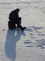 Russe qui pêche sur la Neva
