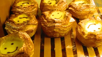 Seriously?  How was I going to say no to a happy faced pastry?  Yum yum yum!