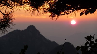 Sunrise over the Yellow Mountain (...and higher)