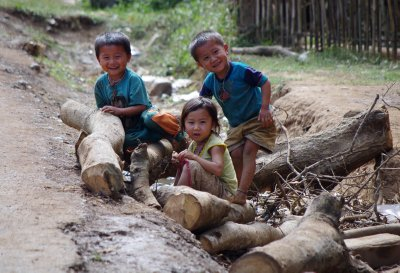 Children playing by the side of the road to Luang Prabang